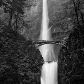 Julius Reque - Multnomah Falls