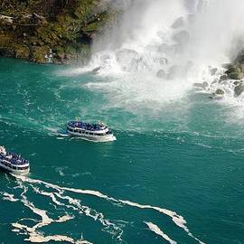 Meeli Sonn - Niagara with two ships