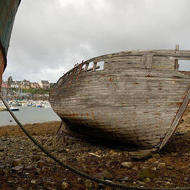 RicardMN Photography - Old boats aground