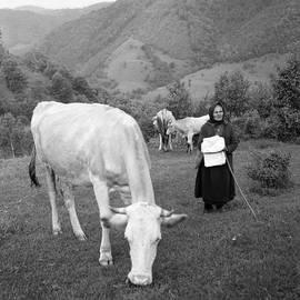 Emanuel Tanjala - Old peasant tending cows