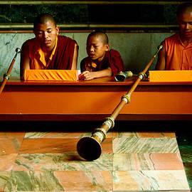 Mahesh Thirunavarakarsu - Play It Loud
