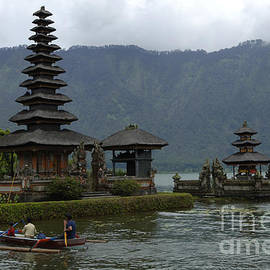 Bob Christopher - Pura Ulun BratanTemple Bali