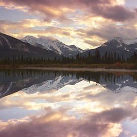 Keith Kapple - Reflecting Mountains