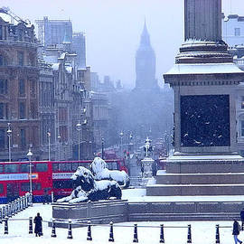 Christopher Robin - Snowfall Invades London