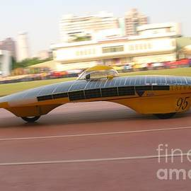Yali Shi - Solar Powered Vehicle in Motion