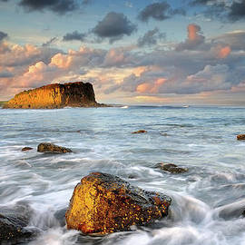 Kieran OConnor - Stack Island Glow