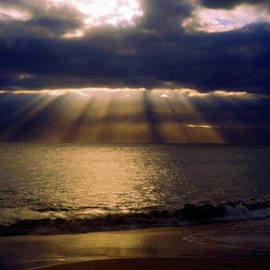Sally Weigand - Sunbeams Radiating Through Clouds Before Sunset