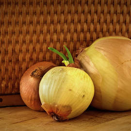 Onyonet  Photo Studios - Three Onions