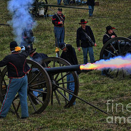 Tommy Anderson - Union Artillery Firing