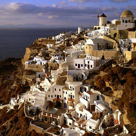 Cliff Wassmann - View of city of Oia on Santorini Island