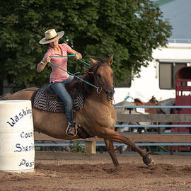 Toni Thomas - Woman Barrel Racing
