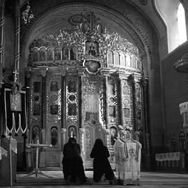 Emanuel Tanjala - Women praying in church