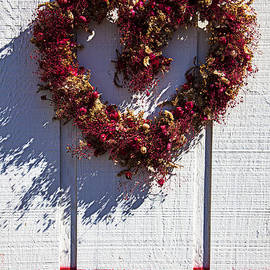 Garry Gay - Wreath heart on wood wall