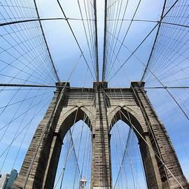 Freda Sbordoni - Brooklyn Bridge 180