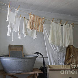 Inge Riis McDonald - Laundry Day