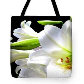 Gardening Perfection - Lively Lily In White Tote