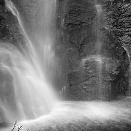 Guido Montanes Castillo - Mountain Water