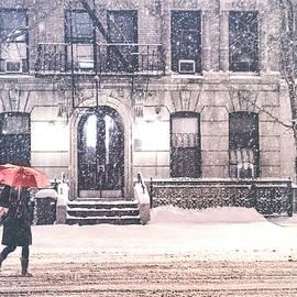 Vivienne Gucwa - New York City Snow
