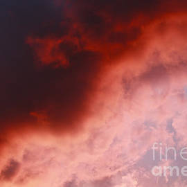 Dan Radi - Red clouds on the evening sky
