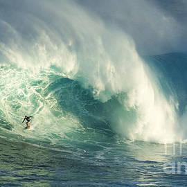 Bob Christopher - Surfing Jaws Maui Hawaii