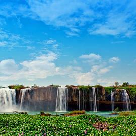 Tran Minh Quan - waterfalls Draynur