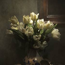 Hugo Bussen - White tulips