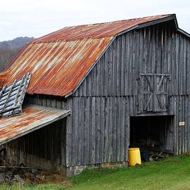 Kathryn Meyer - Old Barn