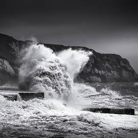 Stormy Folkestone - Ian Hufton