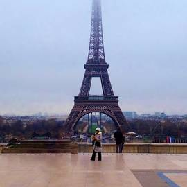 Jan Moore - A Quiet Walk by the Eifel Tower