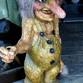 Laurel Talabere - A Troll in Bergen