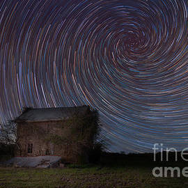 Michael Ver Sprill - Abandoned House Spiral Star Trail