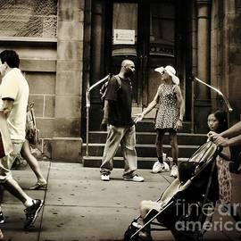 Miriam Danar - Altercation - Street Photography
