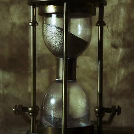 Jaroslaw Blaminsky - An old hourglass