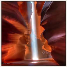 Farol Tomson - Antelope Canyon Light