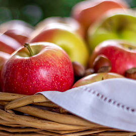 Lana Malamatidi - Apples