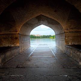 Elena Riim - Arch to river