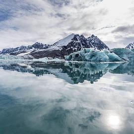 Lauri Novak - Arctic Reflections