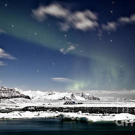 Roddy Atkinson - Aurora at Glacier Lagoon