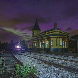 Christopher Whiton - Aurora over the Crawford Notch Depot