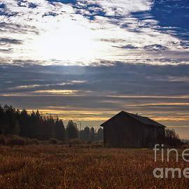 Jukka Heinovirta - Autumn Morning On The Fields