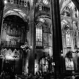 RicardMN Photography - Barcelona Cathedral interior bw