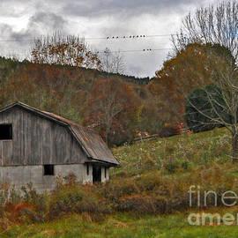 Lydia Holly - Barn In Autumn