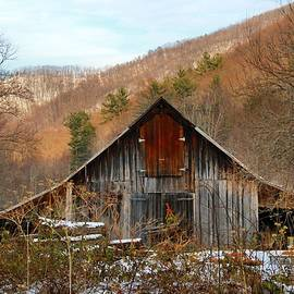 Kathryn Meyer - Barn in the Kibler Valley