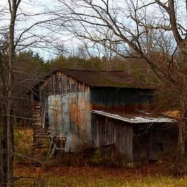 Kathryn Meyer - Barn in Winter
