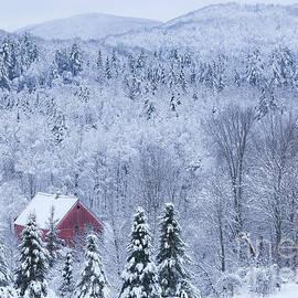 Alan L Graham - Barn In Winter Wonderland