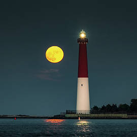 Robert Barnes - Barnegat Lighthouse -Full Moon Rising