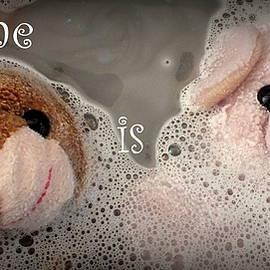 Piggy            - Bathtime is Fun