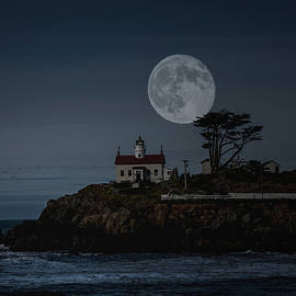 Larry  Depee - Battery Point Lighthouse and Full Moon