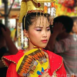 Yali Shi - Beautiful Dancer at the Third Prince Temple Festival