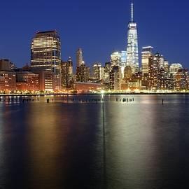 Merijn Van der Vliet - Beautiful New York city skyline at night - Lower Manhattan